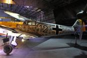 Schwarze 12 mit großem Balkenkreuz auf dem seitlichen Flugzeugrumpf