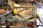 Blick auf den Rumpfbug, die Triebwerke sowie den vorderen Windschutzaufbau der Bf 110 F-2