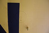 Handlochdeckel und Verzurröse an der Tragflächenunterseite
