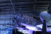 Verstärkte Panzerung der Bf 110 G - Serie bestehend aus dem Panzerglas und der äußeren Panzerschürze vor dem Windschutzaufbau
