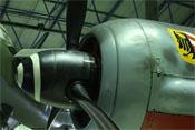 Spinner, Propeller, Kühler- und Behälterpanzer von links betrachtet