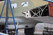Flügelstruktur und Bodenwanne mit dem C-Stand zur rückwärtigen Luftraumsicherung