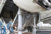 Schlauchleitungen an den Luftfederbeinen der He 111