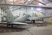 Blick auf das elegante, zweimotorige Kampfflugzeug im Luft- und Raumfahrtmuseum von Paris/Le-Bourget