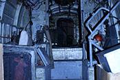 Sitzpolster für einen der 15 Passagiere in der Durchgangsöffnung von Spant 8 zwischen dem Lasten- und dem Funkerschützenraum der He 111 H-20