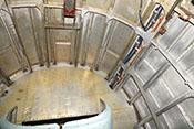 Blick auf die Rückwand des Funkerschützenraumes am Spant 14 und den eingeschwenkten Lafettenkorb der Bodenwanne (C-Stand)