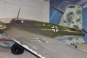 Obere Tragflächenübergangsverkleidung und Antennenmast auf dem Rumpfrücken der Me 163