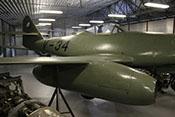 Rechte Tragfläche mit Triebwerksgondel vor dem Rumpf und dem Leitwerk der Me 262 A-1a bzw. Avia S-92