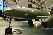Ansicht der Messerschmitt Me 262 A-2a von vorne links