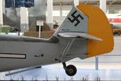 Heck der Bf 109 E mit Seiten- und Höhenleitwerk