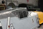 Blick auf den Windschutzaufbau und den Antennenmast von hinten rechts