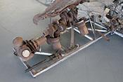 Kurbelwelle mit Pleulstangen und 7,92mm-Maschinengewehr (MG 17)