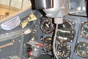 Blick auf die Hauptinstrumente im Cockpit der Bf 109 G-2