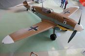 Ansicht der Messerschmitt Bf 109 G-2 von vorne rechts