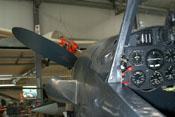 Blick aus dem Cockpit über die linke Seite der Triebwerkabdeckung