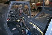 Cockpit und vorderer Windschutzaufbau mit dem Reflexvisier 'Revi'