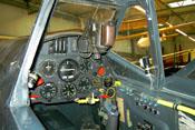 Instrumentenbrett der Bf 109 mit Kompass, Höhenmesser und Fahrtmesser