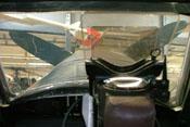 Blick durch das Reflexvisier und die starke Windschutzscheibe auf die obere Triebwerkabdeckung