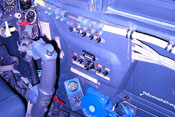 Sicherungskasten im rechten Cockpitbereich