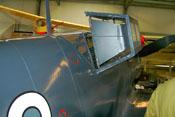 Rückseitige Ansicht des Kopfpanzers in der Cockpithaube