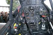 Cockpit der Messerschmitt Bf 109 mit einem Mix aus historischen und modernen Instrumenten