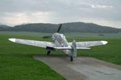 Das Flugtriebwerk läuft und der drehende Propeller drückt auch im Standgas reichlich Wind nach hinten