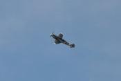 Die 'rote 7' fliegt während der Flugvorführung auf der ILA 2010 eine Rolle