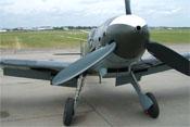 Blick auf den zweifarbigen Spinner sowie die 3-Blatt-Luftschraube der Bf 109