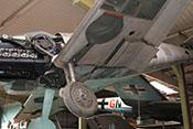 Schacht für das Federbein (Strebenkanal) und das Laufrad (Radausschnitt bzw. Fahrwerkmulde) in der linken Tragfläche der Bf 109