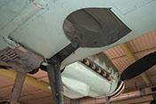 Schacht für das Federbein (Strebenkanal) und das Laufrad (Radausschnitt bzw. Fahrwerkmulde) in der rechten Tragfläche der Bf 109
