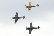 Drei spanische Lizenzbauten 'Hispano-Buchon' der Messerschmitt Bf 109 im Formationsflug auf der Flying-Legends-Airshow in Duxford
