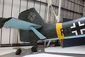 Verkleidete V-Streben zwischen Höhenflosse und Rumpf der Junker Ju 87