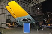 Gelbe Flügelspitze der Junkers Ju 87 G-2 mit Positionsleuchte und Querruder