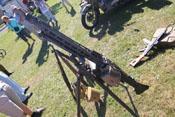 MG42 mit Munitionstrommel (Magazin mit 50 Schuss) auf Dreibeinstativ zur Fliegerabwehr