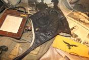Flieger-Kopfhaube und Armband zur Kennzeichnung deutscher Flieger