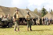 Bazooka-Team bei der Präsentation seiner Panzerabwehrhandwaffe