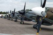 Spitfire Propeller und Reihe historischer Flugzeuge