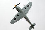 Hispano Buchon 'Gelbe 10' Unteransicht bei geflogener Fassrolle