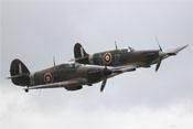 Hawker Hurricane Mk12A G-HURI HA-C und Supermarine Spitfire LF Mk1a G-AIST JZ-E