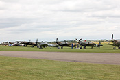 Spitfires an der Flightline