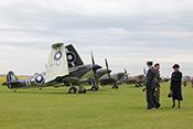 Supermarine Seafire und Spitfires im Hintergrund