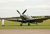 An die Maschine - Supermarine Spitfire IX G-LFIX (1944)