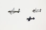 Formation der Flying Bulls mit Lockheed P-38 'Lightning' (1944)