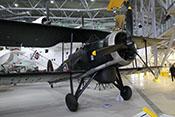 Radargerät zwischen den Fahrwerksbeinen der Fairey Swordfish Mk III