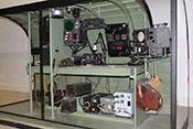 Nachbau einer Lancaster-Rumpfsektion mit dem Arbeitsplatz des Navigators inkl. H2S-Bodenerfassungsradar und GEE-Gerät