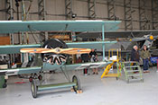 Fokker Dr.I Dreidecker und im Hintergrund Hawker Nimrod Doppeldecker