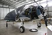 US-amerikanisches trägergestütztes Jagdflugzeug Grumman F6F-5 'Hellcat' mit eingeklappten Tragflächen