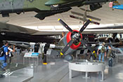 Republic P-47D 'Thunderbolt' mit Abwurftank unter dem Flugzeugrumpf