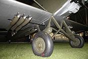 10kg-Bomben an der Aero Ap-32