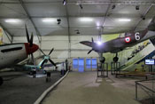 Supermarine Spitfire LF Mk.XVI und Dewoitine D 520